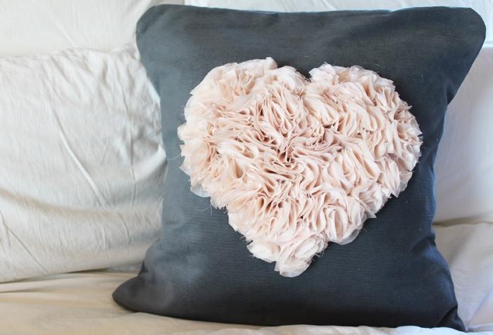 Подушка-велентинка своими руками.. Идеи дизайна