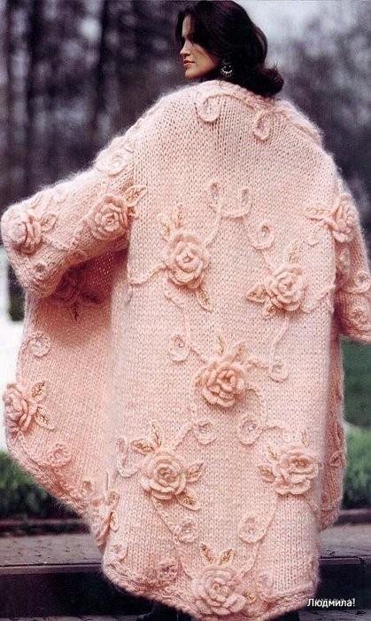 Пальто вязаное спицами.
