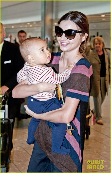 miranda-kerr-flynn-heathrow-airport-05 (450x700, 95Kb)
