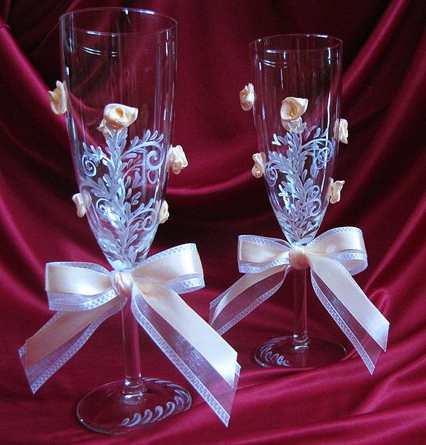 Об оформлении свадебных бокалов