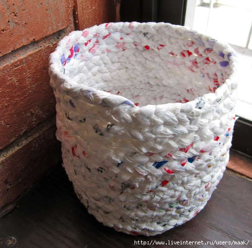 Make-a-basket-out-of-plastic-bags (500x492, 116Kb)