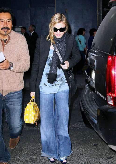 20111110-pictures-madonna-out-about-new-york-02 (497x700, 105Kb)