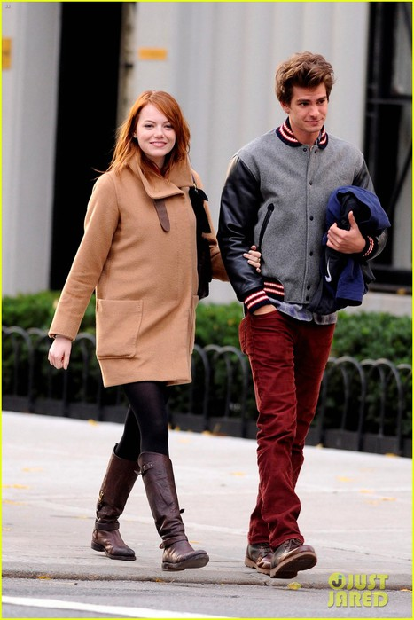 emma-stone-andrew-garfield-holding-hands-in-nyc-10 (467x700, 81Kb)