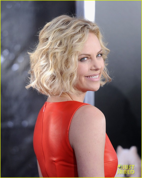 charlize-theron-young-adult-nyc-premiere-01 (557x700, 77Kb)