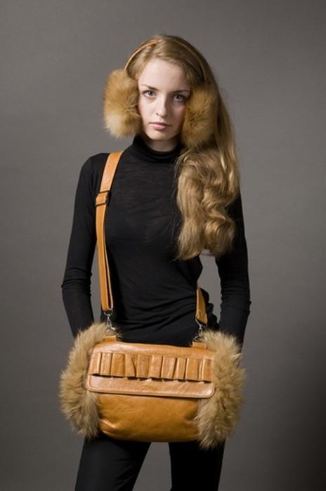 Самая популярная модель - это муфта из меха.  Она имеет привл.