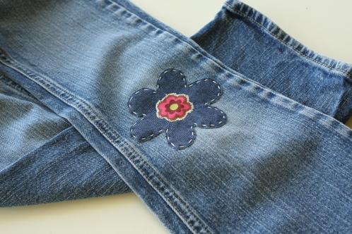 ...дети и все сталкивались с проблемой порванных джинсов на коленках.