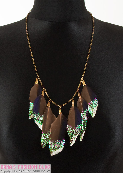 diy-glitter-feather-collar-necklace-3 (500x700, 119Kb)
