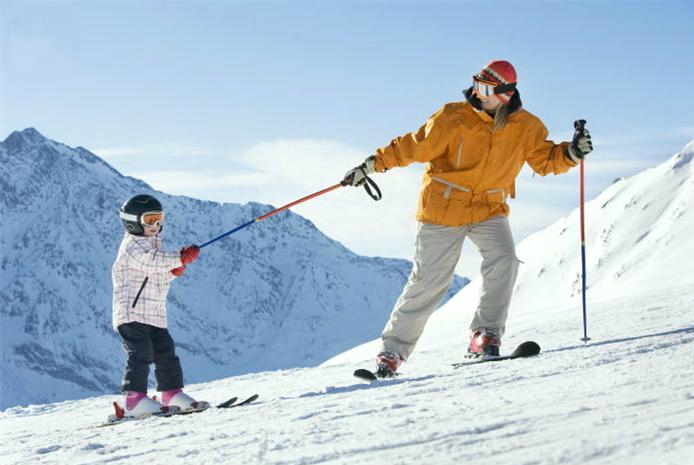 mother_pulling_child_on_skis_amy000320 (694x465, 181Kb)