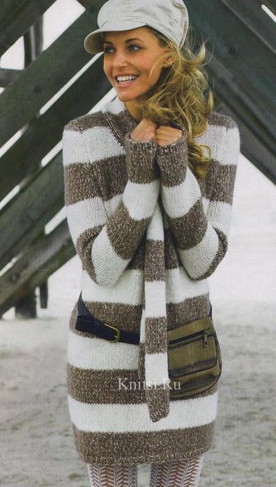 Удлинённый пуловер и шарф в полоску.  Вязание для женщин.