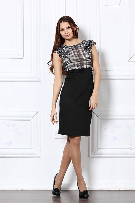 Офисное платье с оригинальными рукавами.