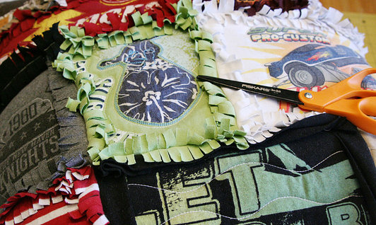 Tshirt-Rag-Quilt-Pillow-6_product_main (532x318, 76Kb)