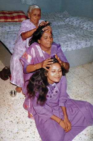 indian-head-massage-3 (300x456, 36Kb)
