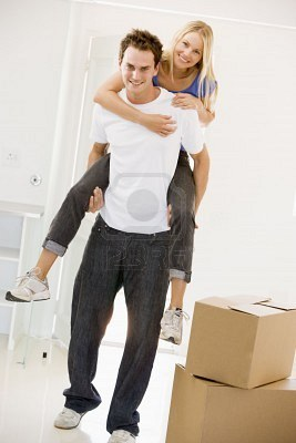 3486355-husband-giving-wife-piggyback-in-new-home-smiling (267x400, 20Kb)