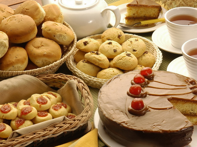1435604406_Food_Cakes_and_Sweet_Cake__cake_and_biscuits_031407_29 (640x480, 159Kb)