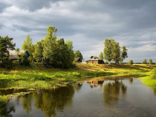 Река, дома, собор, небо, зелень бесплатно