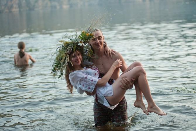 двое купались нагишом и трахались всю неординарность