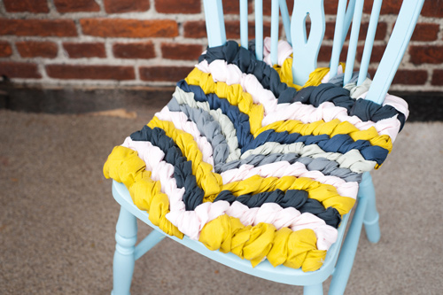 diy-brittanywatson_chevronknotchair-completed1 (500x333, 96Kb)