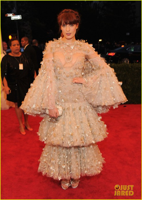 florence-welch-2012-met-ball-02 (499x700, 87Kb)