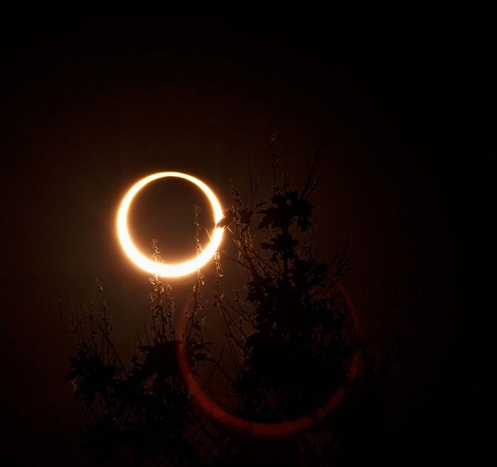 Кольцеобразное солнечное затмение картинки
