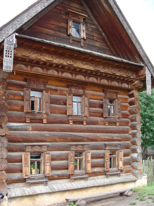 тебя есть картинки старых бревенчатых домов скажет