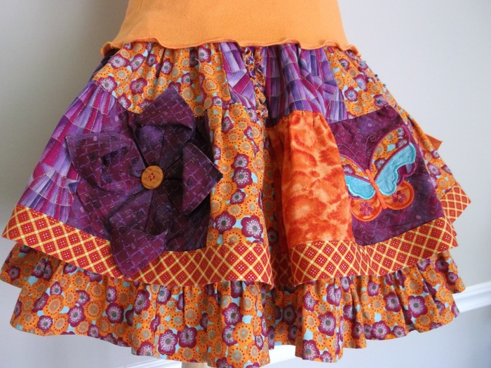 skirt embellished with fabric flowers (1) (700x525, 151Kb)