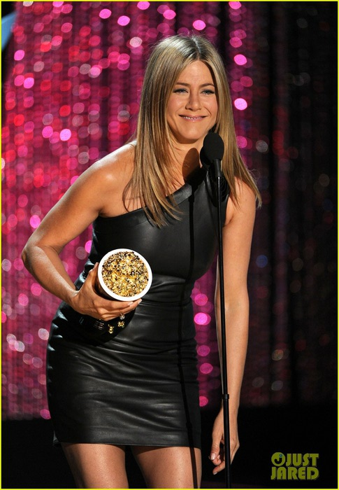 aniston-mtv-awards-05 (485x700, 95Kb)