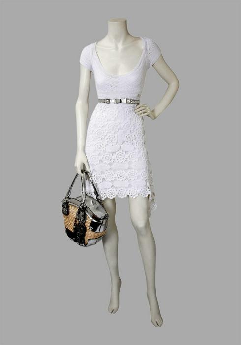 Посмотрите какое красивое вязаное платье крючком.
