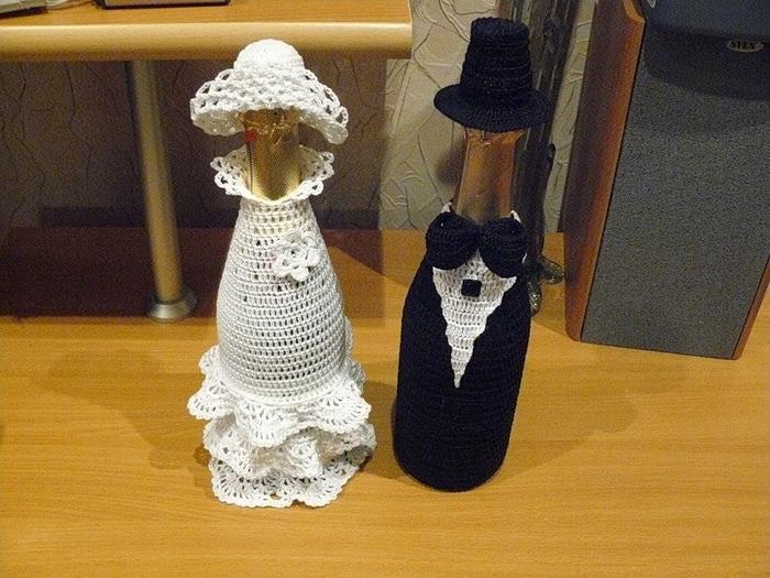 Вязание на бутылку жених Чехлы на бутылки Дед Мороз и Снегурочка крючком»