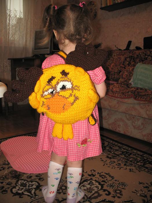"Вяжем забавный детский рюкзак -  ""лукавый Лосяш """