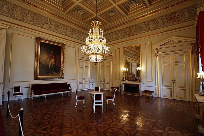 помощью дворец пале рояль фото изнутри довольно сложный символ