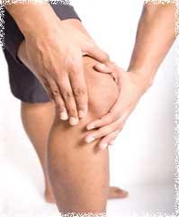 Массаж коленного сустава следует начинать с растирания.