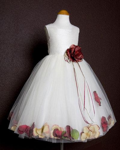7e661d8ace47cbb Платье с плавающими лепестками - очаровательный наряд для девочки.