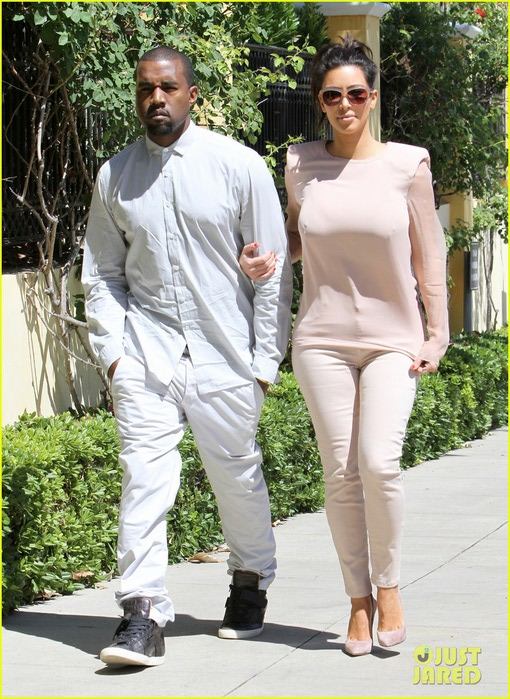 kim-kanye-out-for-a-walk-04 (510x700, 142Kb)