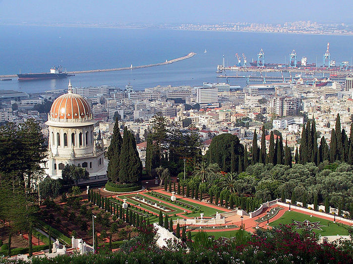 800px-Haifa_Shrine_and_Port (700x525, 150Kb)