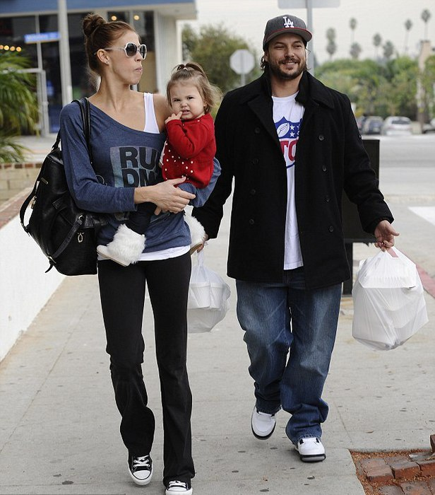 Бритни спирс фото с мужем сын д медведева в ералаше