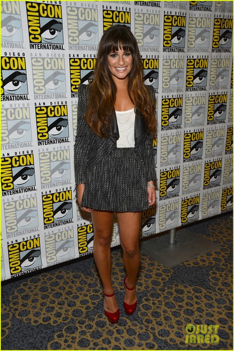 lea-michele-glee-cast-hits-comic-con-2012-11 (466x700, 150Kb)