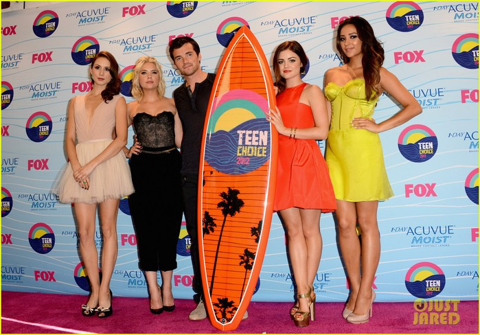pretty-little-liars-cast-teen-choice-awards-2012-06 (700x488, 123Kb)