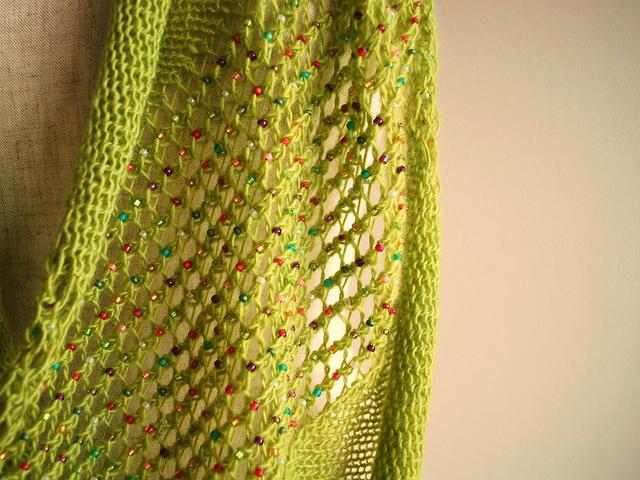 Эффектный шарф-снуд с бусинками из Страна Мам.