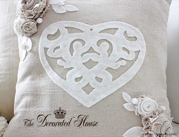 The Decorated House Valentines Day Pillow Heart Cut Out (700x534, 269Kb)