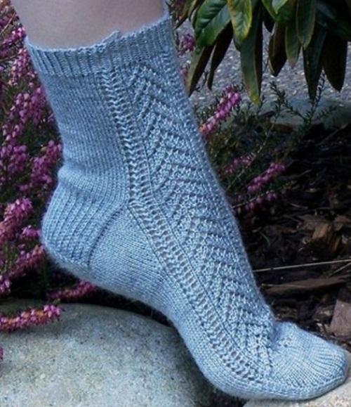 Ажурные носки спицами. Схема вязания   рубашки и футболки.