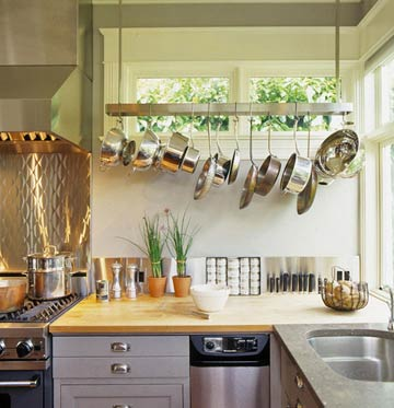 small-kitchen-design-practical-pan-storage (360x373, 26Kb)