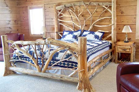 The-interior-of-a-bedroom-in-a-rustic-style (450x300, 32Kb)