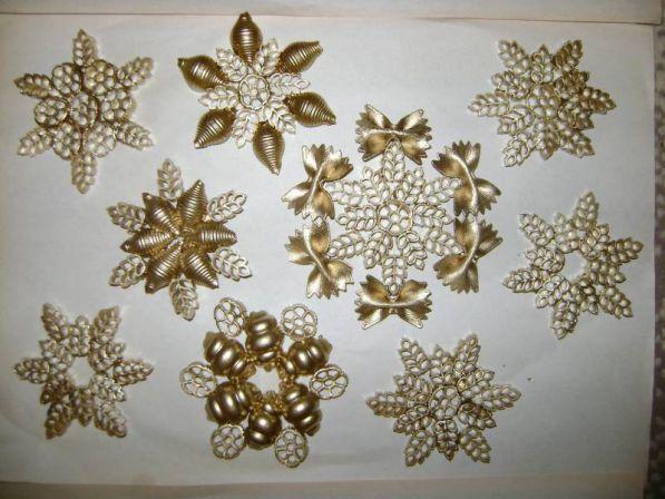 Новогодние украшения своими руками Снежинки из макарон - отличные игрушки. - HiveMind