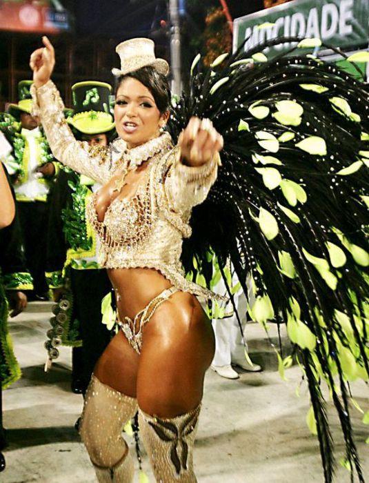 Сексуальная девушка бразильский карнавал