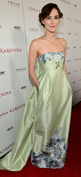 keira-knightley-anna-karenina-hollywood-premiere-09 (320x700, 48Kb)
