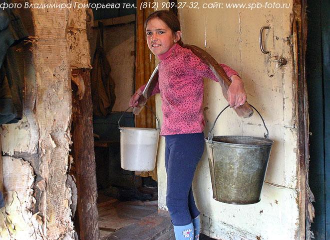 фото женщин в деревенских туалетах