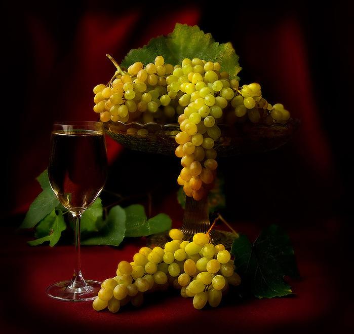 жители виноград на столе в вазе фото конечно никуда без