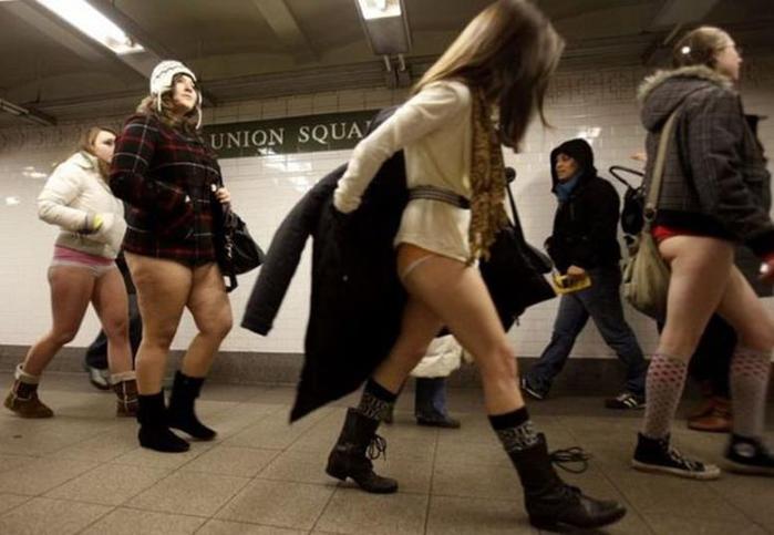 Нью-Йорк. День в метро без штанов (9 фото агентства Reuters)