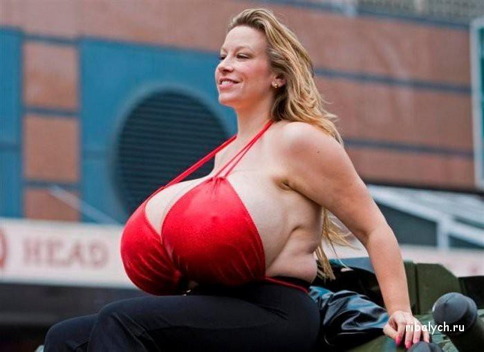Женская грудьогромная