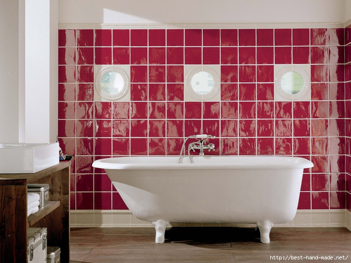 retro-interior-of-bathroom-in-classic-style-with-white-bathtub (700x525, 300Kb)